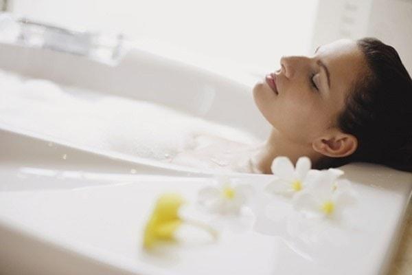 Nguy cơ sẩy thai, sinh non hay dị tật thai nhi nếu các mẹ tắm nước nóng