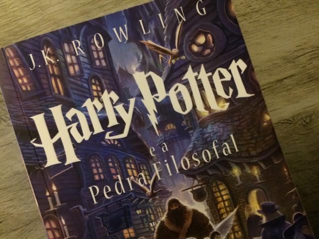 RESENHA: Harry Potter e a Pedra Filosofal - J.K Rowling