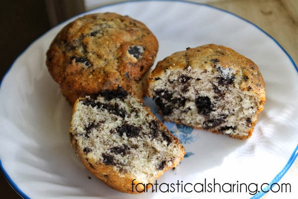Oreo Muffins // Get a glass of milk and grab yourself one of these rich chocolatey muffins! #recipe #muffins #breakfast #Oreo #chocolate