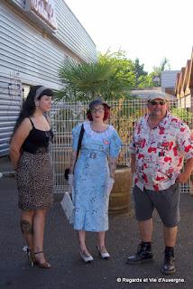 Véhicules Publicitaires Anciens Riom, 2015 Participants en  costumes 1960