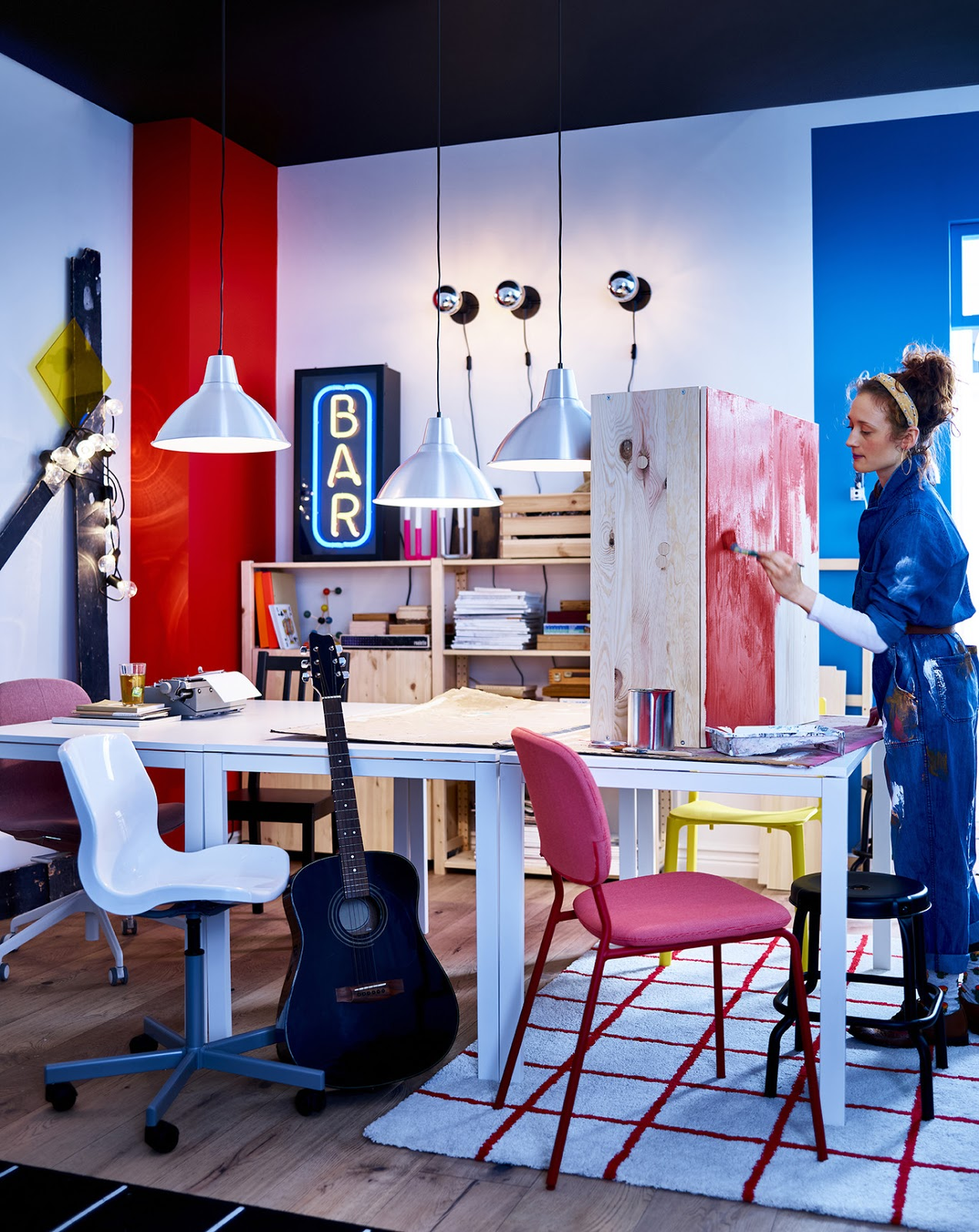 novedad catálogo ikea comedor mesa madera con lámpara metal blanca piso compartido creativo