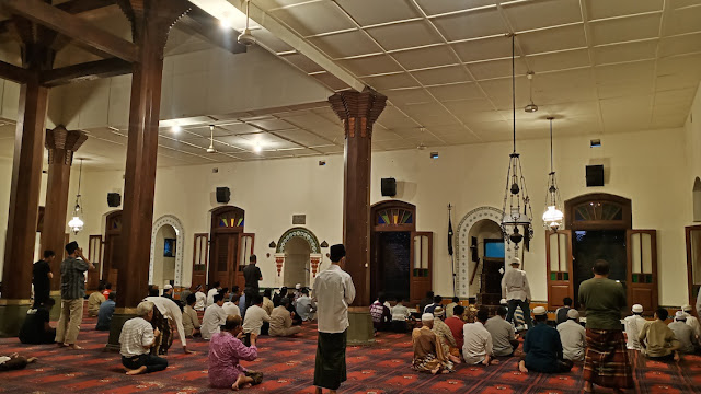 interior masjid menara kota kudus