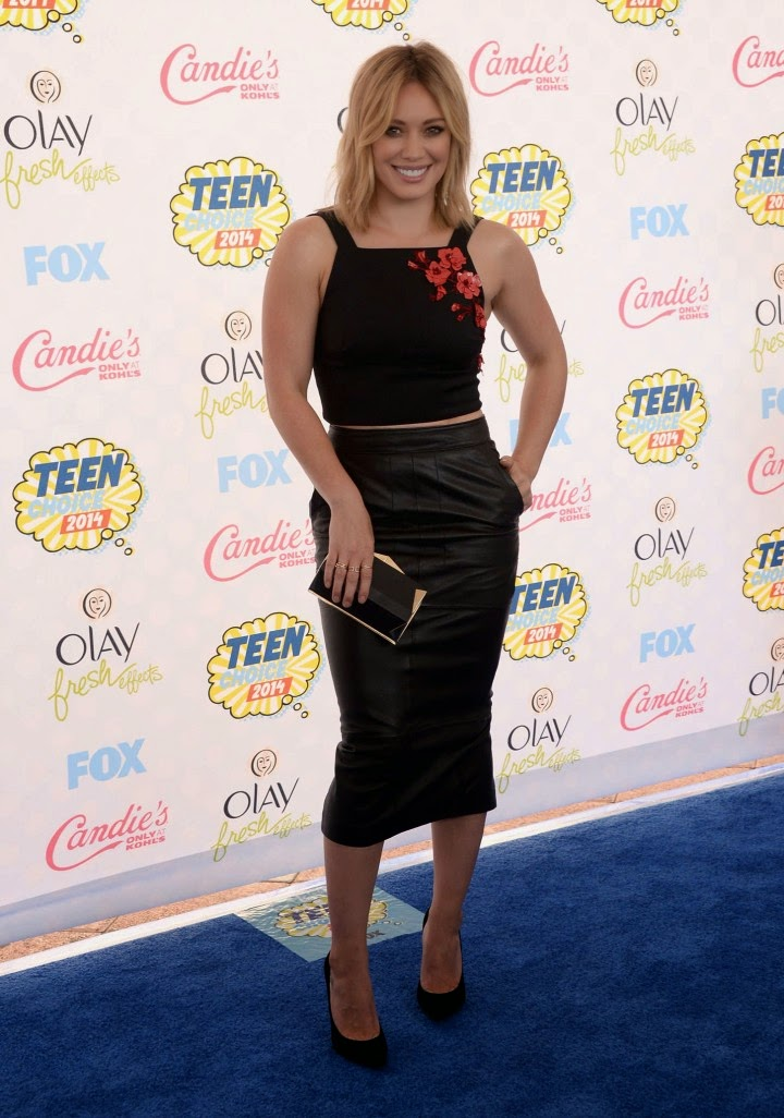 Hilary Duff in a cropped top and leather skirt at the 2014 Teen Choice Awards
