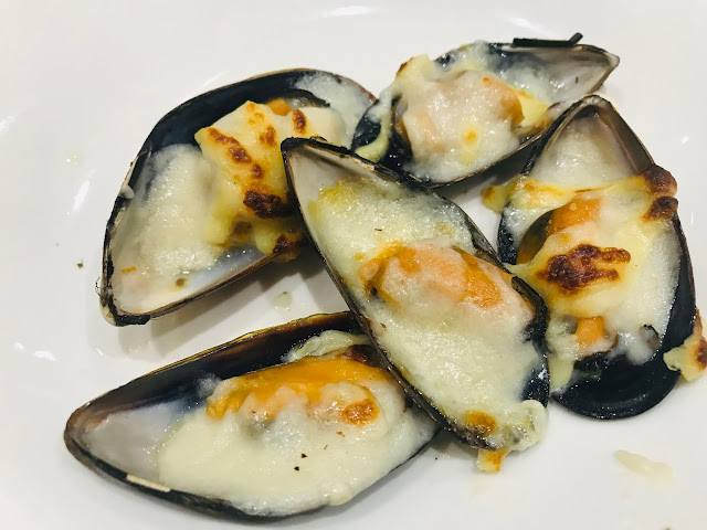 mussels, baked with garlic and cheese