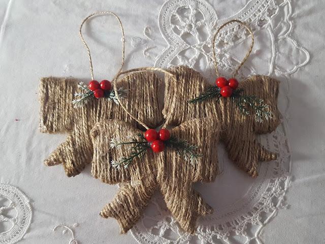 Decorazioni natalizie fai da te con la cartapesta - Decorazioni carta fai da te ...