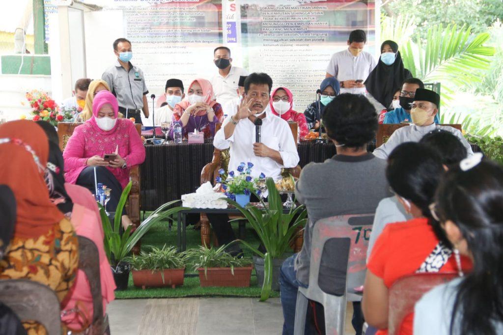Tinjau PPDB di SMP Negeri 30 Batam, Rudi Beri Solusi Terhadap 60 Siswa Sehingga Diterima