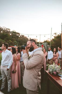 Fotógrafo trabajando en una boda