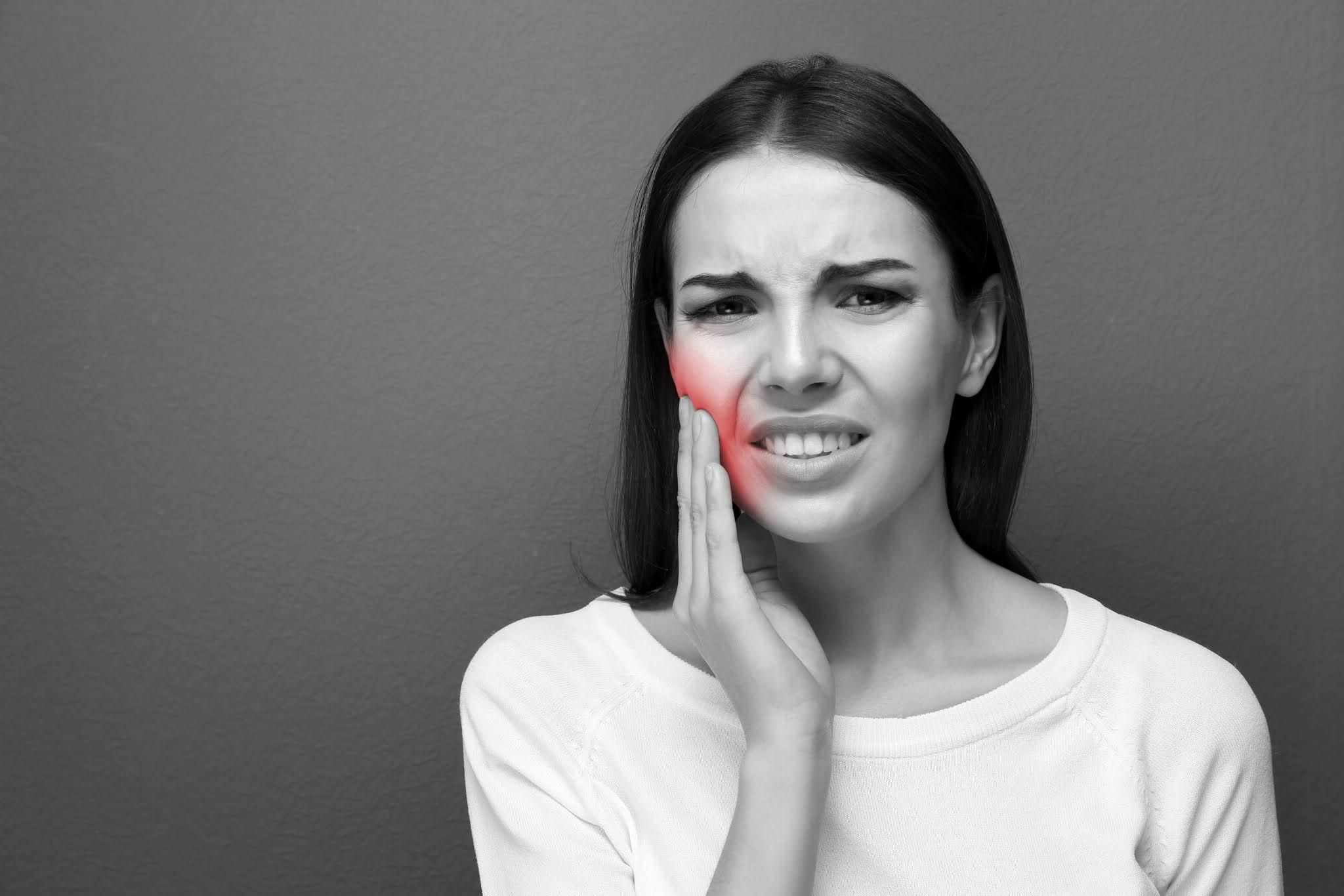 दाढ दुखीवर सोपा घरगुती उपाय - दात दुखीवर घरगुती उपाय