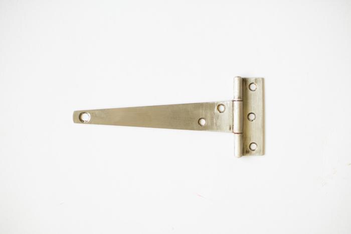 cleaned door hinge