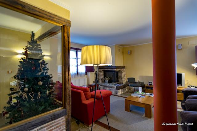 Casa Rural Etxegorri, entrada y salón por El Guisante Verde Project
