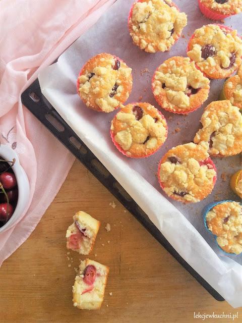 Muffinki z czereśniami i kruszonką przepis