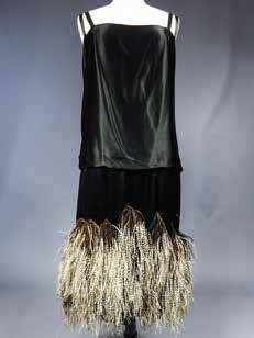 Worth : Robe du soir en satin noir et plumes de marabout
