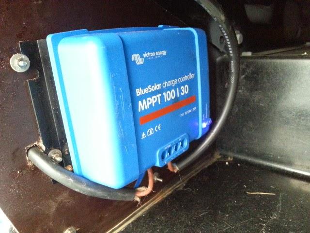 Le camping car pour les nuls poser soi m me un panneau solaire - Installer panneau solaire soi meme ...