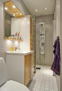 decoración baño estrecho largo