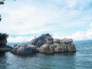 Menikmati Keindahan Danau Poso