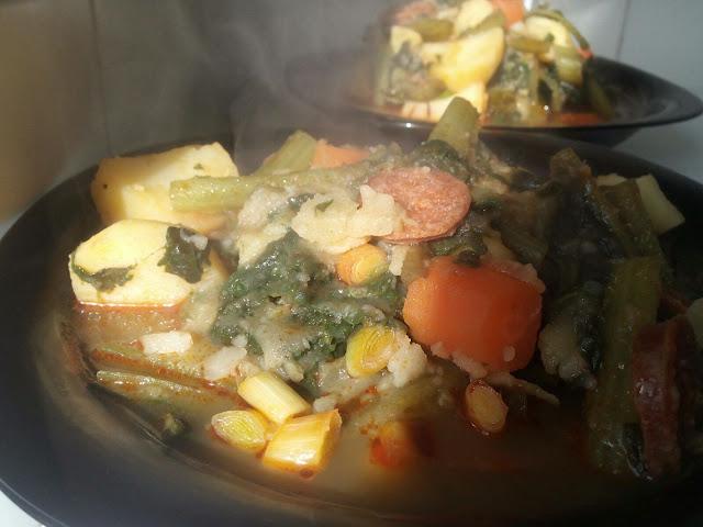Guiso de borrajas, patatas y chorizo ideal para los fríos días de invierno.