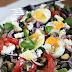 Sałatka z bakłażanem, fetą i jajkiem