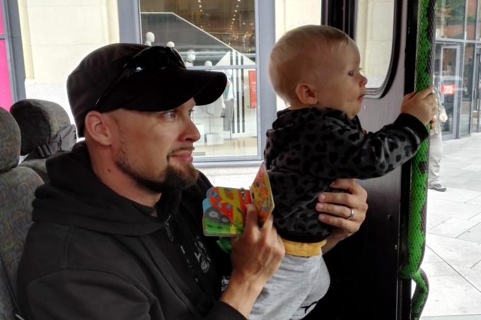 Belfast nähtävyydet turistibussista ja Belfast lasten kanssa - hop on hop off ja citysightseeing