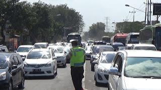 Puncak Arus Balik Polisi Kembali Terapkan Contra Flow