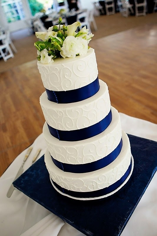 navy blue gold and white wedding cakes blue and white wedding cake designs living 17769