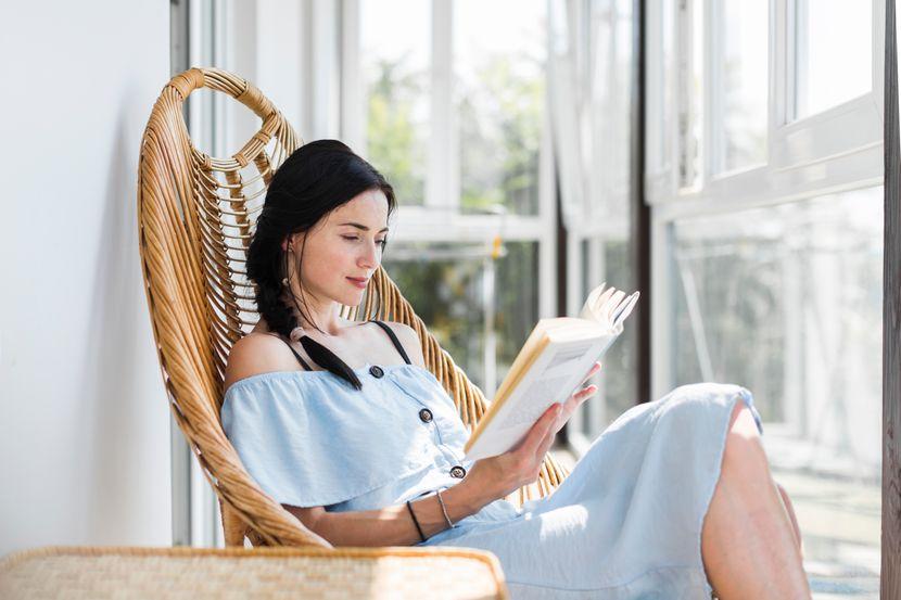 zena_citanje_knjiga_ljubav_ljubavni-roman_zivot_ljepota