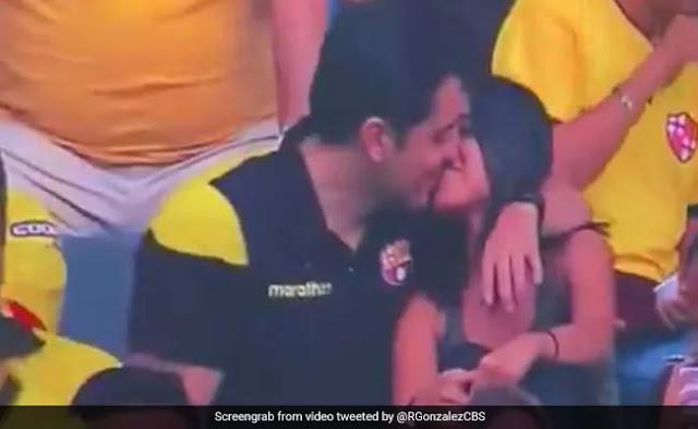 लड़की को Kiss करते कैमरे में पकड़ा गया लड़का, फिर बनाने लगा ऐसी शक्ल, देखें Video
