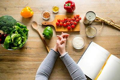 Tổng hợp 7 loại thức ăn hỡ trợ điều trị mụn
