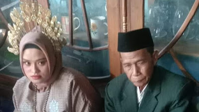 Terjadi di Bone, Kakek Bandu 70 Tahun Nikahi Gadis Cantik 19 Tahun
