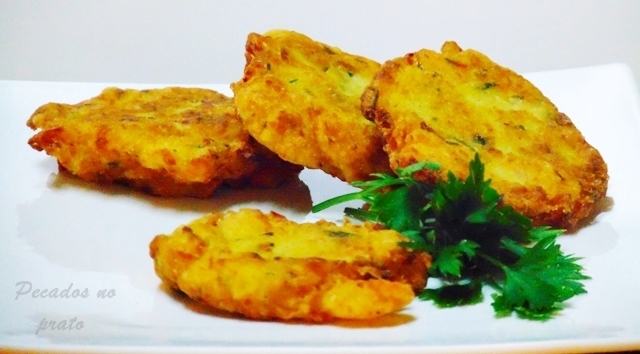 Receita de pataniscas de bacalhau com camarão