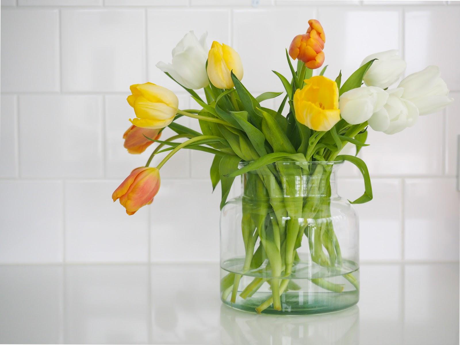 Arvonta, tulppaanit, kukkia