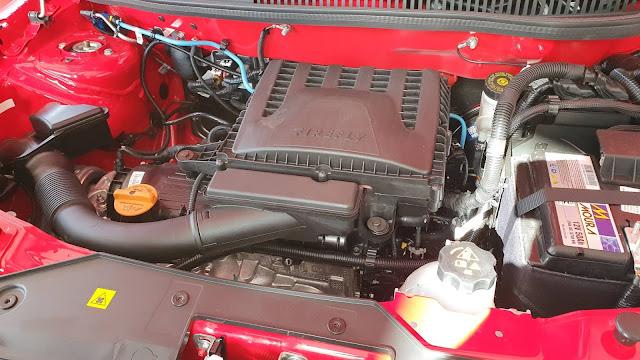 Fiat Strada 2021 Volcano - motor 1.3 - compartimento