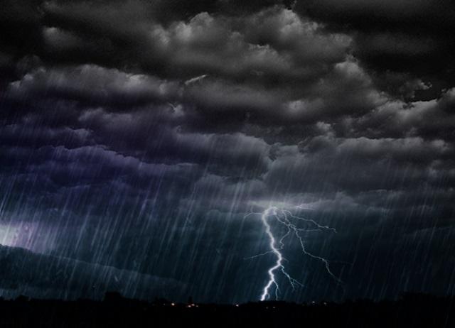 Tempestade e vendaval afetam 2.382 pessoas no Paraná