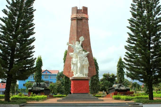 Tượng đài chiến thắng lịch sử Đắk Tô – Tân Cảnh