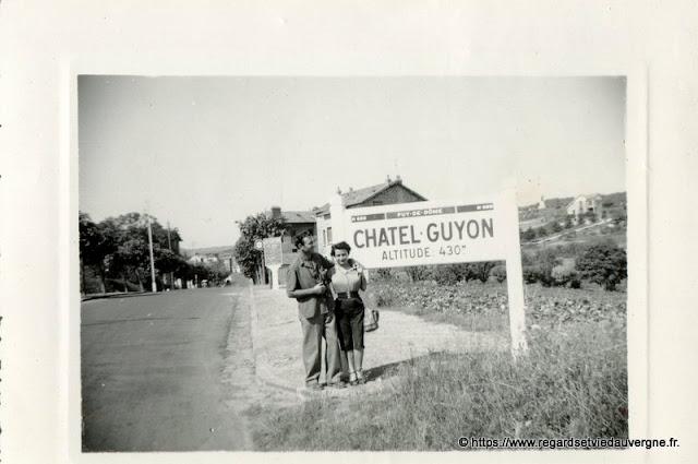 Photo de famille NB panneaux de villes Châtel-Guyon