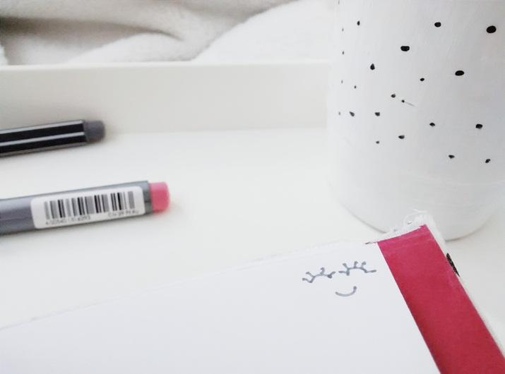 Eu adoro participar de projetos fofinhos da internet. O Projeto Old mail tem como finalidade interagir meninas que gostam de escrever e trazer aquela velha nostalgia de trocar cartinhas que foi esquecida com a vinda tecnologia.