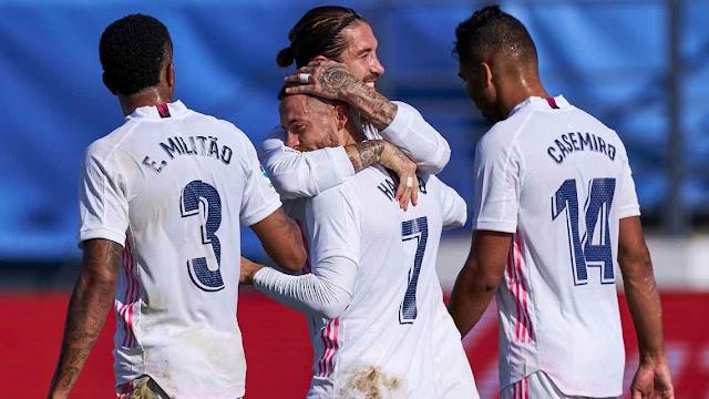 Real Madrid players celebrate Eden Hazard's goal