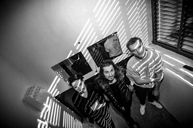 """Le trio allemand Eau Rouge annonce son prochain album avec la sortie du clip """"I Know That You Know"""""""