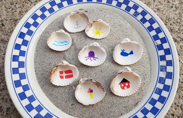 Muschel-Poesie: Mit Muscheln ein einfaches Spiel zum Geschichten-Erzählen basteln. Das Spiel eignet sich zum Spielen zu Zweit, aber auch für Gruppen, Kindergarten, Schule und den Freundeskreis!!