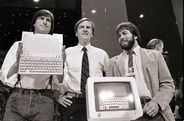 بيع حاسوب Apple 1 ما زال في الخدمة منذ 1976 بـ 355.000 دولار!