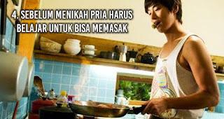 Sebelum menikah pria harus belajar untuk bisa memasak