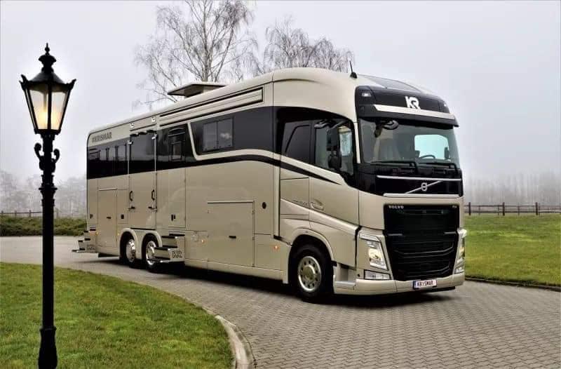 Caminhões Volvo FH transformados em casas de luxo