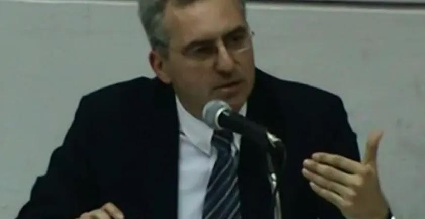 Καθηγητής Νομικής παραιτήθηκε στον «αέρα» δείχνοντας την Κεραμέως: «Ακολούθησε τις παγκόσμιες σατανικές οδηγίες»