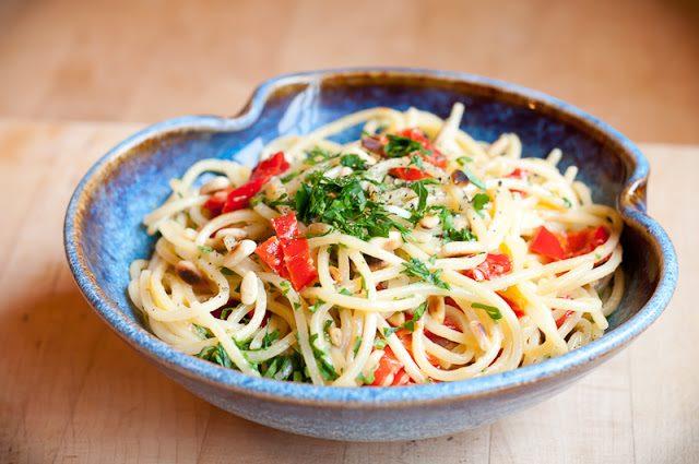 How to make vegetarian spaghetti recipe (with almond mint pesto)