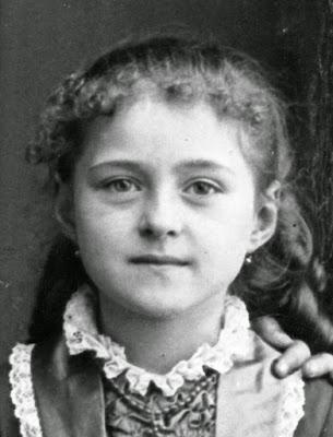 Resultado de imagen para santa teresita niña