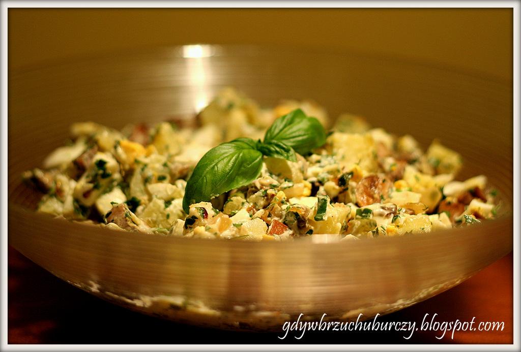 Sałatka z pieczarek, ziemniaków i jajek
