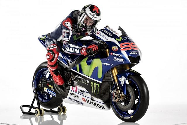 Foto Jorge Lorenzo Saat Memamerkan Motor Yamaha YZR-M1 Terbarunya Untuk MotoGP 2016