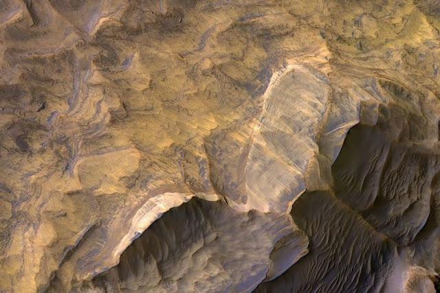Foto Batu Berpasir di Planet Mars oleh NASA