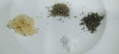 Chopped Garlic, black pepper powder, oregano and salt for pasta in white sauce recipe