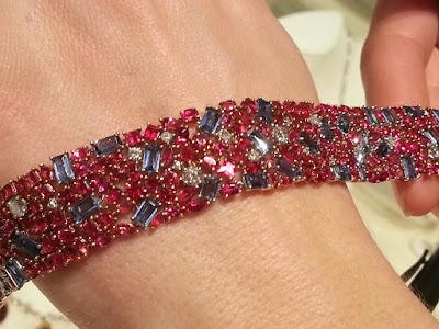 Trang sức Beryl đỏ và Sapphire