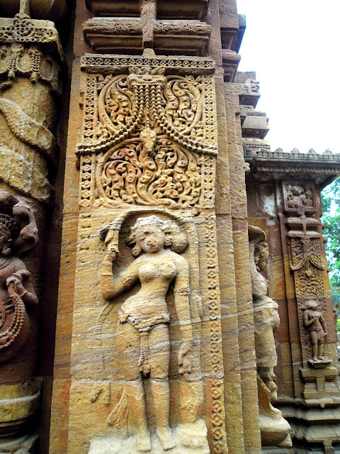 A graceful nayika, Mukteshwar Temple, Bhubaneshwar